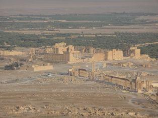 Rovine romane di Palmyra nel deserto della Siria