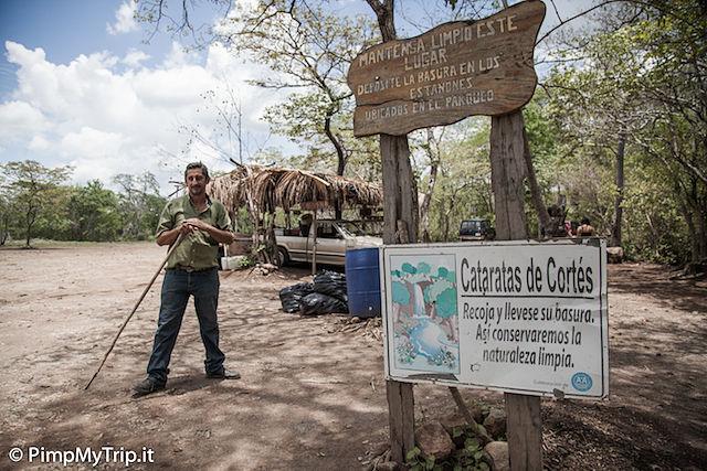 parcheggio-sopra-cascata-Llanos-de-cortez