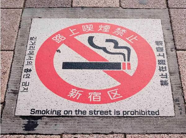divieto fumo strade tokyo