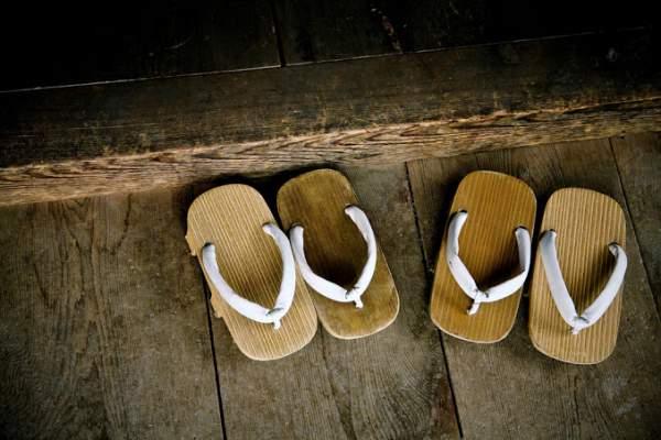 togliersi-scarpe-giappone
