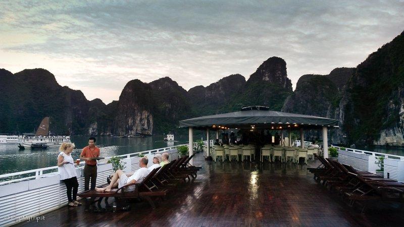 Halong bay crociera nella baia pi famosa del vietnam for Quali cabine sono disponibili sulle navi da crociera