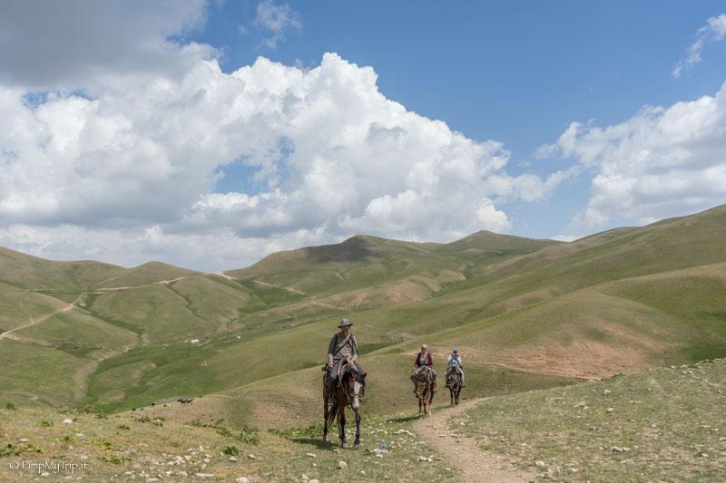 Trekking cavallo Song Kol