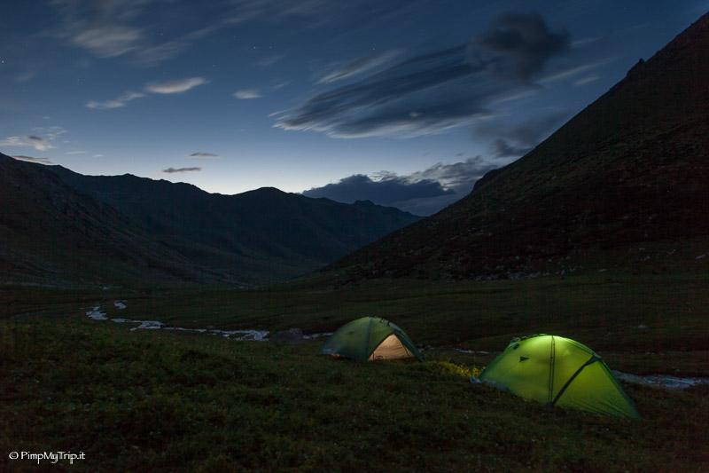 campeggiare montagne kirghizistan
