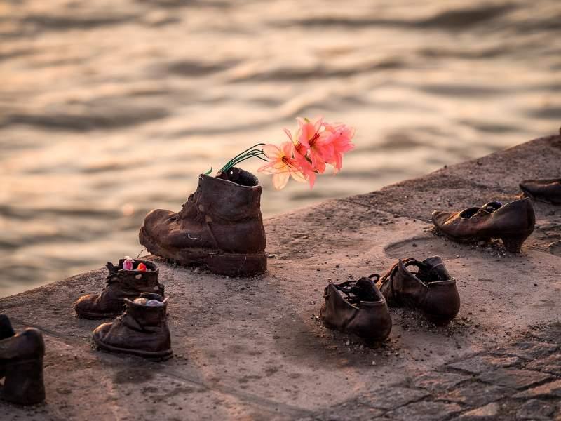 memoriale-scarpe-sul-danubio
