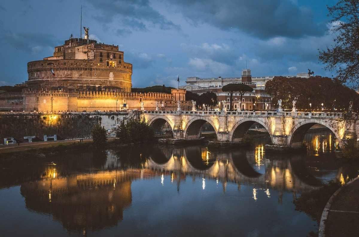 Tour Roma illuminata