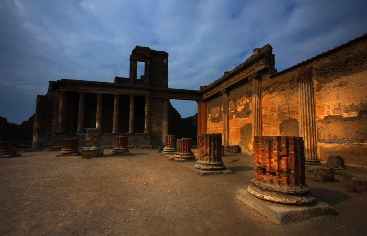 Visitare Pompei di sera